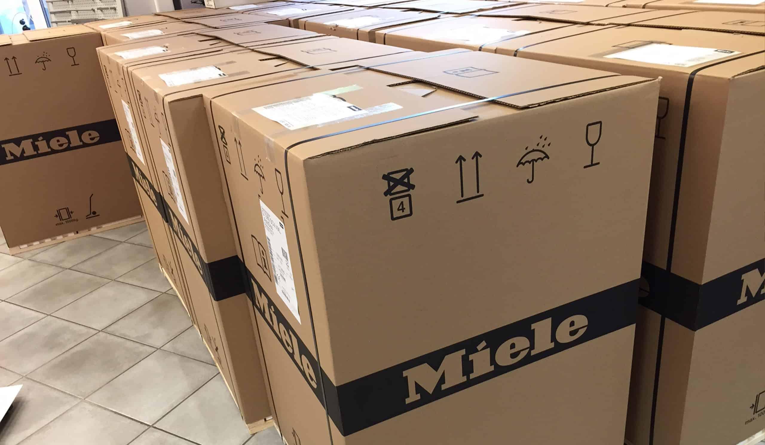 Miele-Kartons mit Waschmaschienen zum Abverkauf