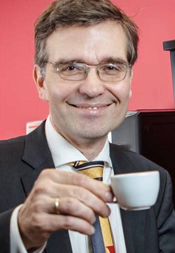 Thomas Richter im Portrait mir Espresso